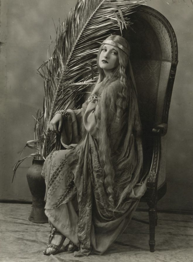 1926. Joan as 'Ophelia,' shot by Ruth Harriet Louise.