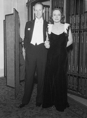 Nov. 1932, with Leslie Howard.