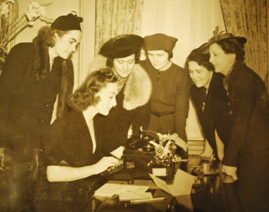 April 1938. In Joan's suite at the Waldorf, with members of the NYC Newspaper Women's Club, gathered for the annual Front Page Ball.