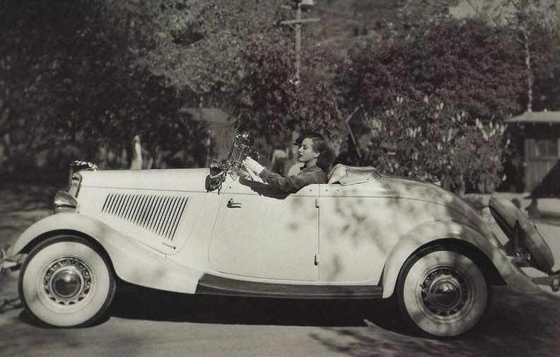 1934 Ford Roadster.