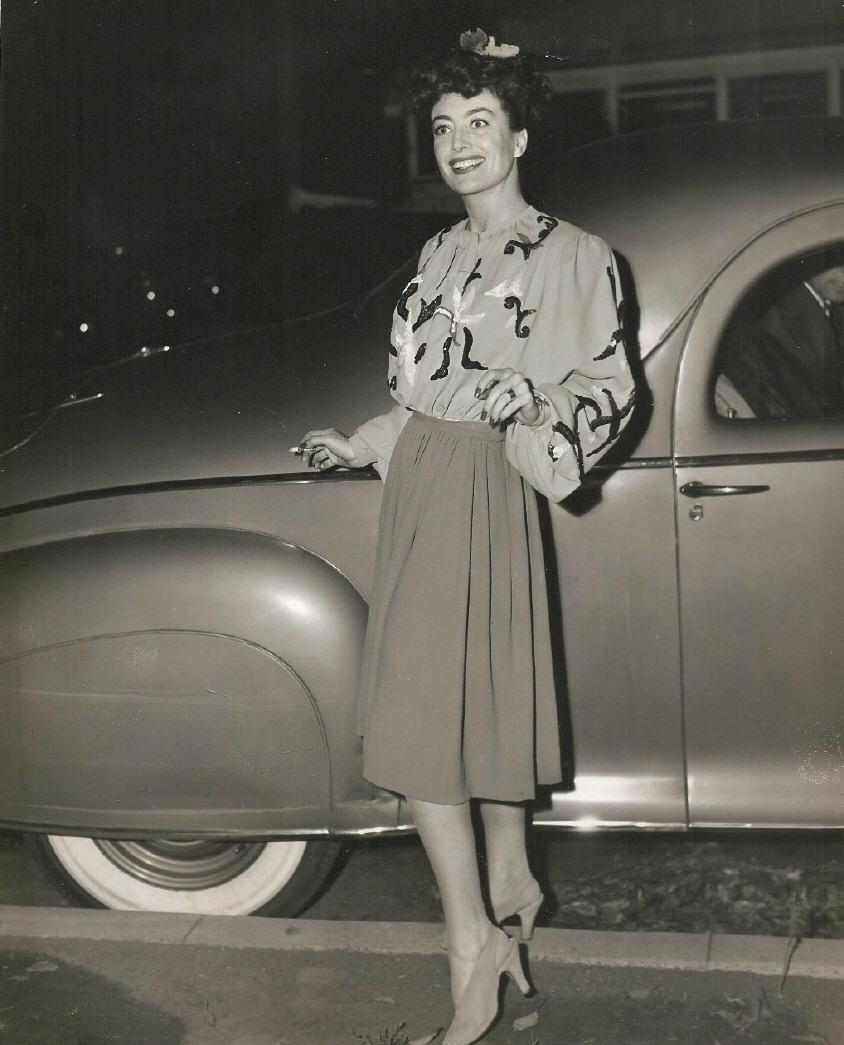 joan crawford images 1944