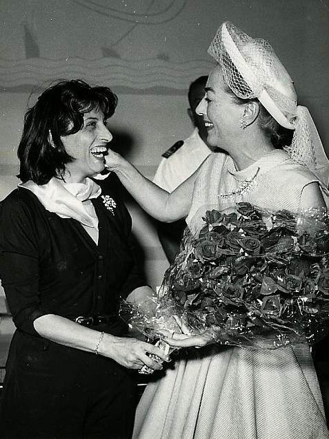 1957. With Anna Magnani. (Thanks to Susanne.)