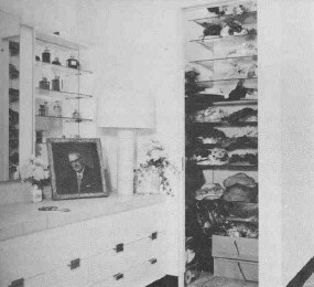 The dressing room, with photo of Al Steele.