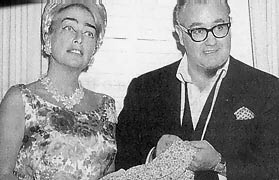 1964. Joan and director Robert Aldrich on the set of 'Hush, Hush...Sweet Charlotte.'