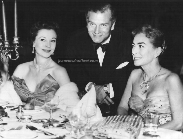 1956. With Vivien Leigh and Laurence Olivier.